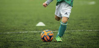 Czy warto obstawiać piłkę nożną?